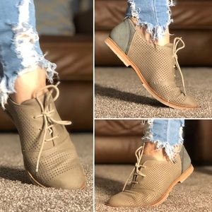Olive oxford style flats comfy booties  loafers